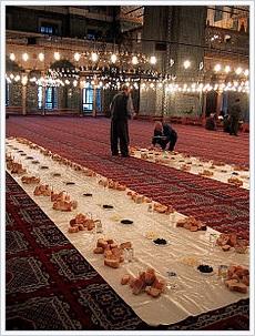 Fastenbrechen in einer Istanbuler Moschee